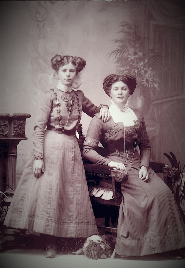 Emily Maud Davis and her mother Frances