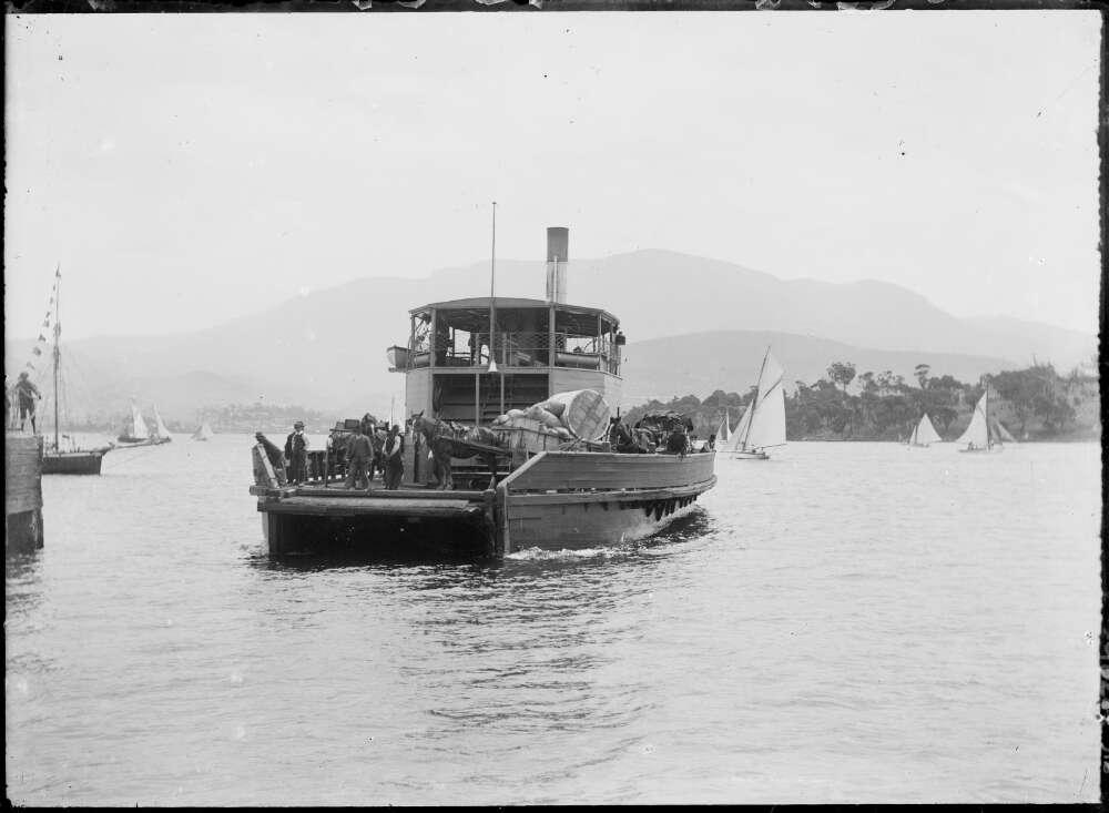 Vehicular ferry Kangaroo on the Derwent, Hobart