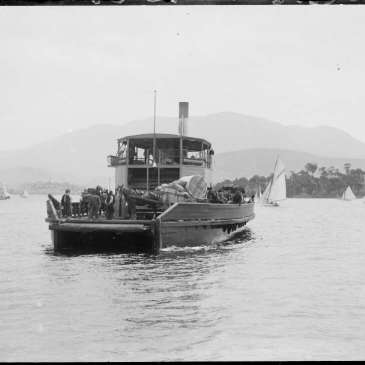 Vehicular ferry Kangaroo on the Derwent, Hobart
